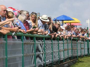 Become an annual member at Brighton Racecourse!